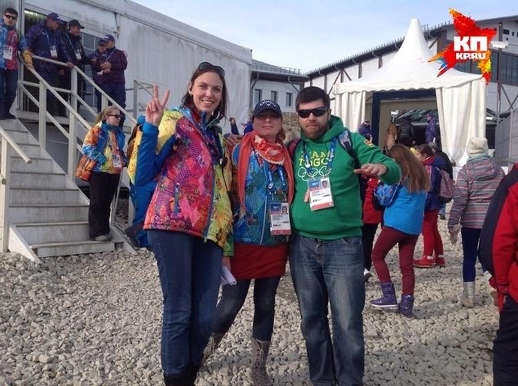 Волонтёру Анастасии Спешиловой посчастливилось сфотографироваться со сборной Того по сноуборду и фристайлу. Того - страна на западе Африки, граничит с Буркина-Фасо. Самые отчаянные спортсмены рискуют там заниматься сноубордом.