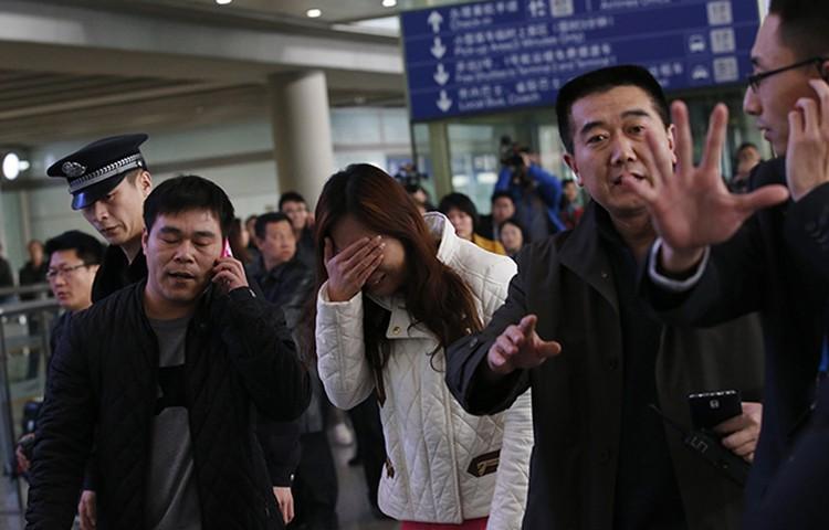 Родственники пассажиров потрясены новостью о возможной трагедии