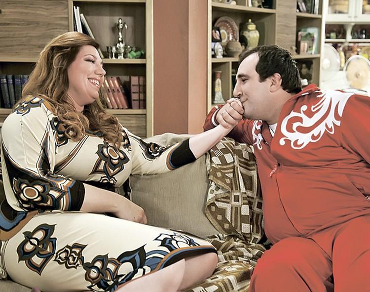 Партнером Кати по новому сериалу стал кавээнщик Тимур Тания. Абхаз, сыгравший лезгина.