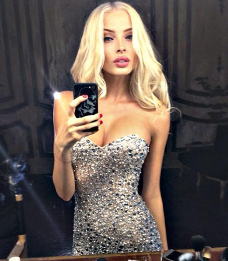 Матерью ребенка известного певца стала 21-летняя модель