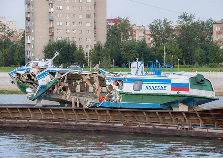 Теплоход, совершавший экскурсию из Омска в Ачаир, потерпел крушение в августе прошлого года
