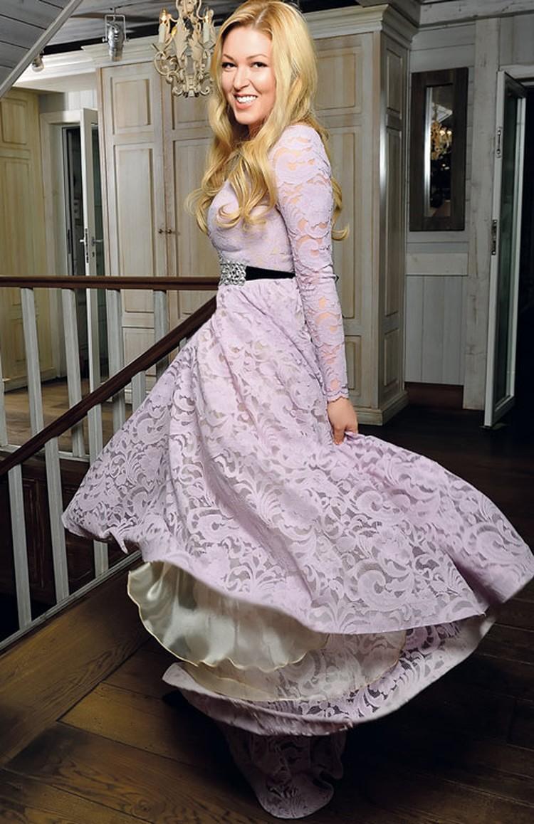 Женщина, по словам Дубцовой, должна быть хитрой и... несчастной. «Но я не такая!» - утверждает певица.