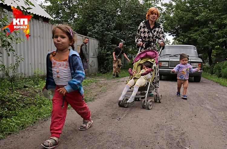 Корреспонденты «КП» снова навестили семью Кобченко в Семеновке и попали под зажигательные мины, начиненные фосфором