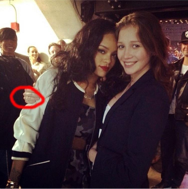 Именно на этом снимке друзья Ульяны заметили обручальное колечко