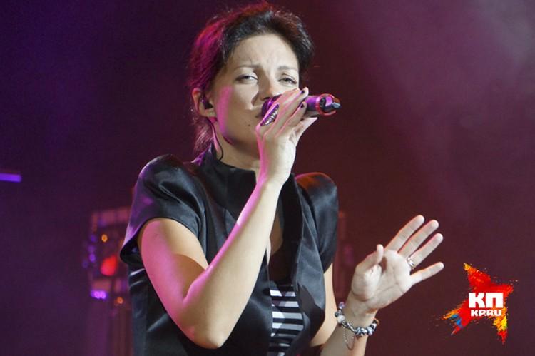 Солистка группы Хелависа является основным автором песен