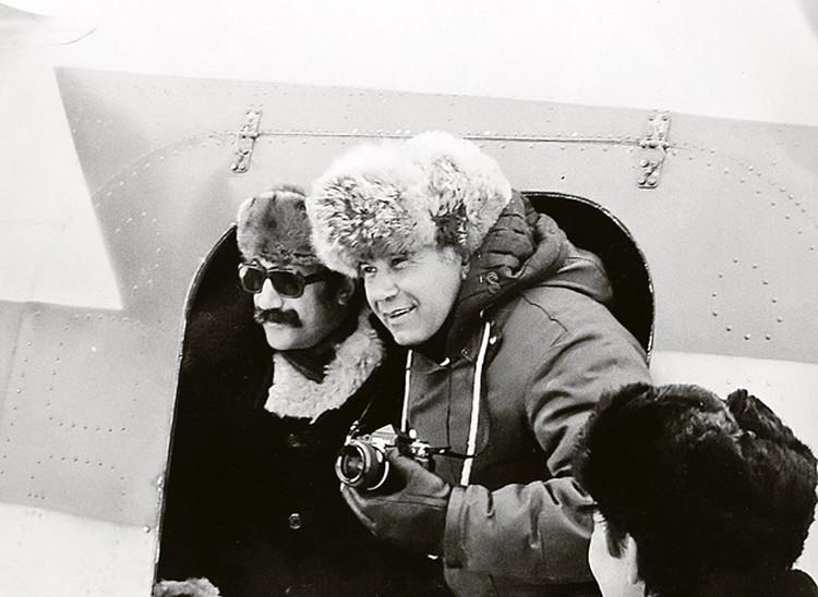 Артур Чилингаров и спецкор «КП» Василий Песков на станции «Северный полюс-24». Июнь 1979 г. Фото: личный архив.