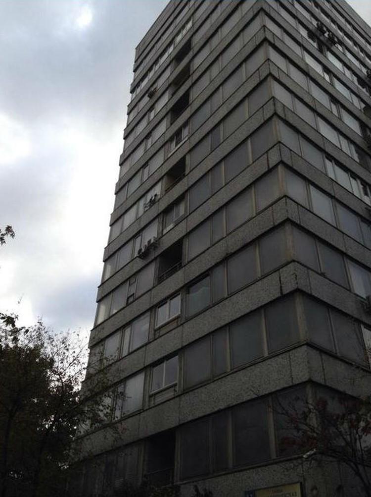 В здании напротив выбиты стекла. Фото из соцсетей.