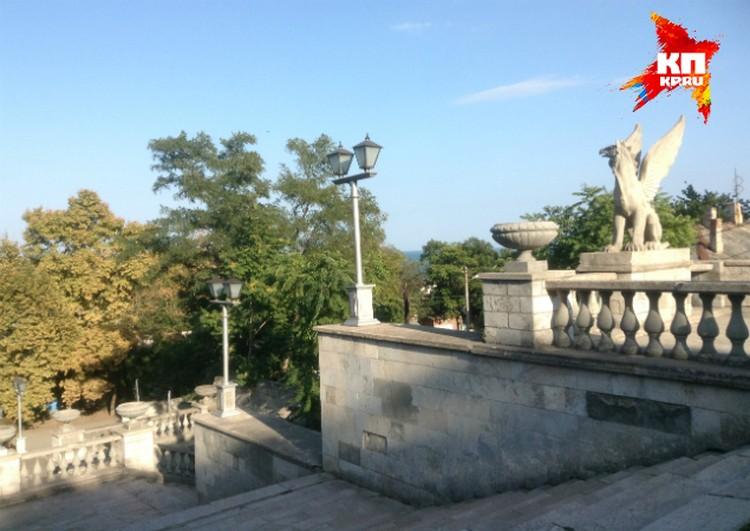 Вид с Большой Митридатской лестницы в Керчи.