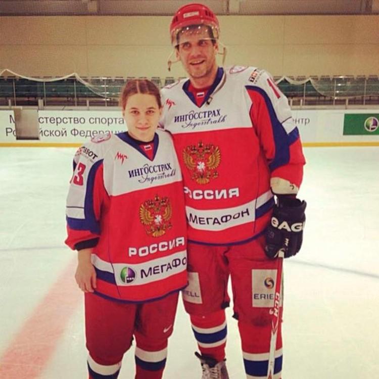 В детстве кумирами Шибановой были хоккеисты Яшин и Твердовский.    Фото: соцсети