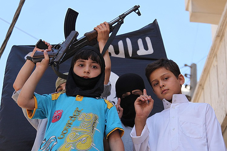 Юные сторонники нового исламского порядка.