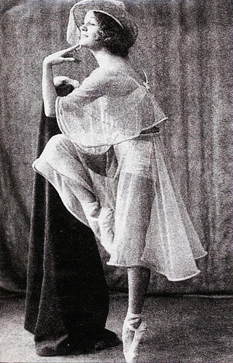 Балерина Зинаида Судейкина, вторая жена короля мелодии, смирилась с изменами супруга.