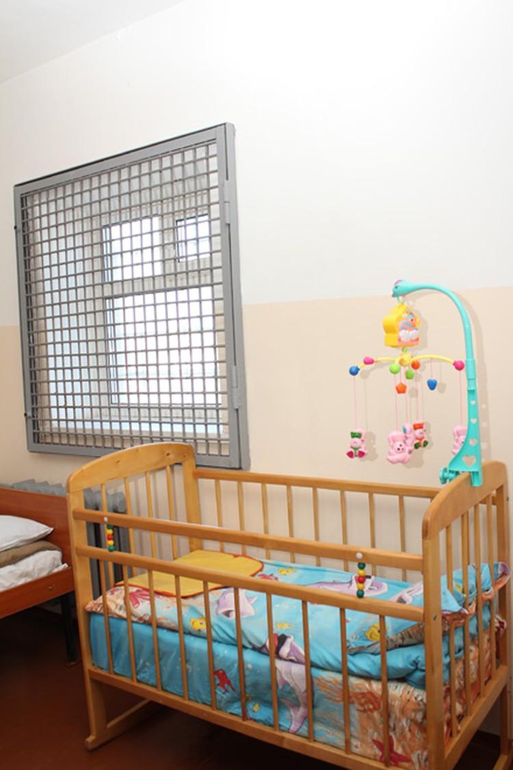 Камера для женщины с ребенком. Ей подселяют нянечку из числа подследственных