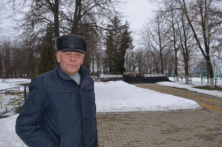 Иван Васильевич переживает, что без загранпаспорта его не пустят к дочери в Харьков.
