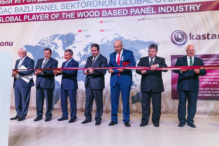 Рустам Минниханов лично принимал участие в открытии нового производства в Республике Татарстан.