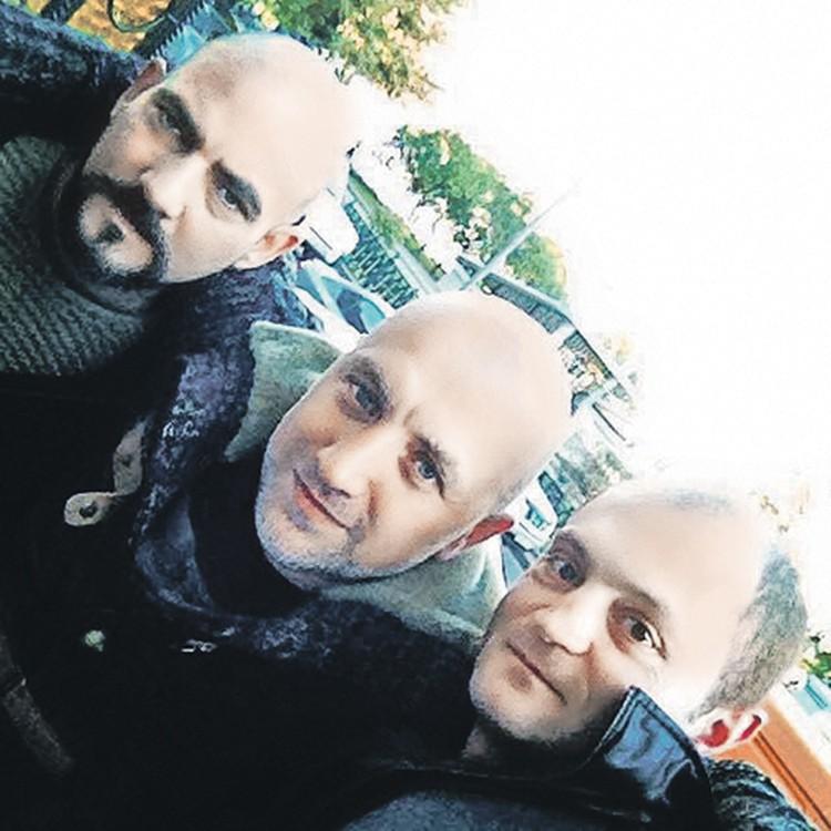 С Захаром Прилепиным (в центре) журналисты «Комсомолки» встречались и в мирной Москве, и в пылающем Донбассе.