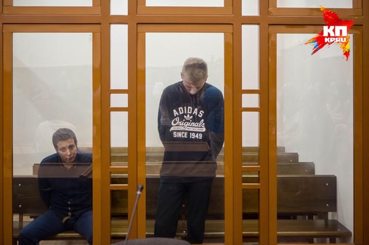 Перед началом заседания Кирилл молчал и лишь сверлил взглядом пол
