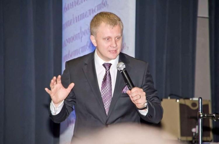 Пастор сектантов Алексей Пронькин, по версии следствия, не такой уж святой. Его обвиняют в даче взятки сотруднику мэрии.