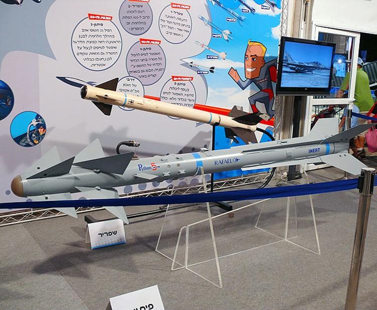 Эта ракета оснащается тепловизионной головкой самонаведения матричного типа, масса боевой части около 11 кг, «осколочно-фугасная боевая часть этой ракеты компонуется готовыми поражающими элементами