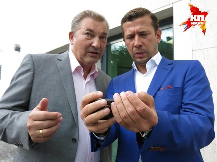Владислав Третьяк и Андрей Мерзликин о чем-то долго разговаривали друг с другом.