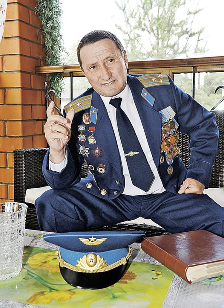 Полковника ВДВ в отставке Сергея Пивоварова не раз представляли к званию Героя Советского Союза.