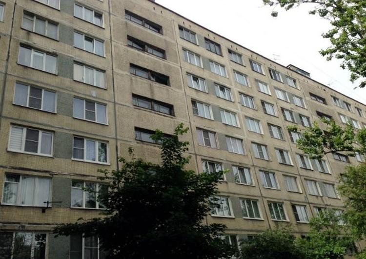 В этом доме на Димитрова бабушка-маньяк жила больше сорока лет. Соседи и не подозревали, что за стеной живет маньяк.