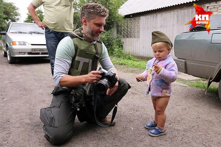 Фотокор МИА «Россия сегодня» Андрей Стенин на Донбассе.