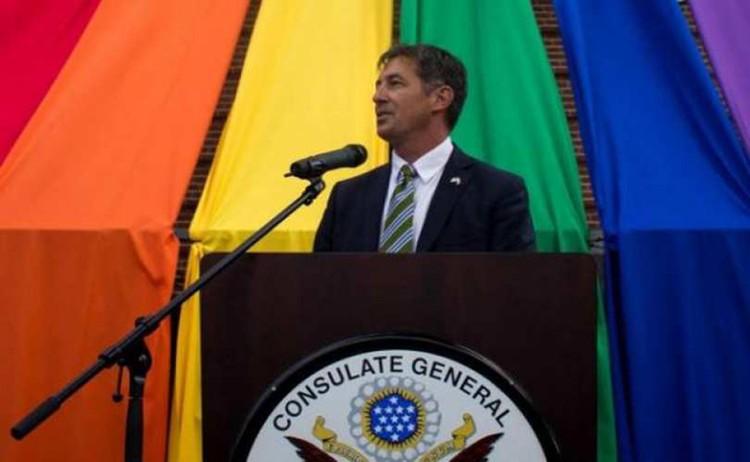В 2015 г. в США в должность вступил первый специальный посланник по правам лесбиянок, геев, бисексуалов и трансгендеров – Рэнди Берри