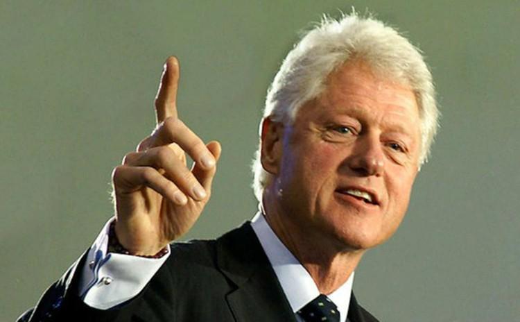 На президентских выборах в том же 1992 г. из 17 миллионов геев и лесбиянок 89,2% отдали свои голоса за демократа Билла Клинтона