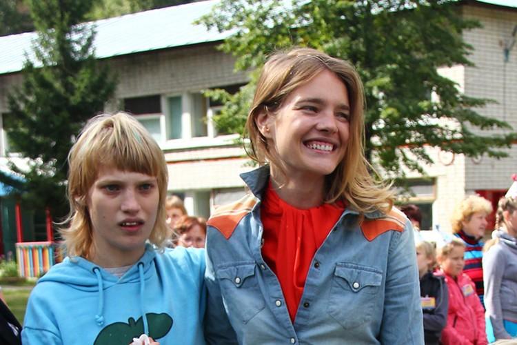"""Наталья Водянова старается не акцентировать внимание на диагнозе своей сестры и называет ее и других детей с подобными проблемами """"особенными"""""""
