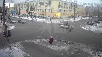 Автомобиль в Северодвинске вылетел на тротуар