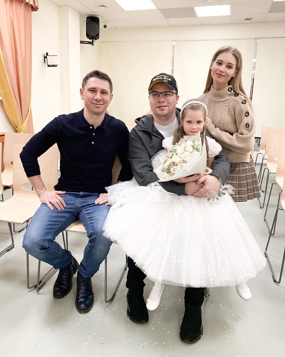 Семейный снимок на школьном спектакле Щелкунчик