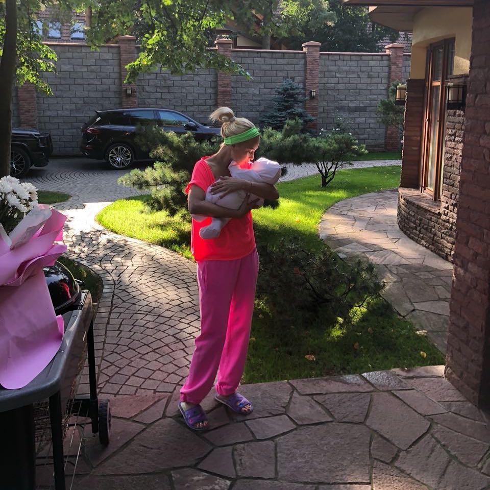 В прошлом году Лера Кудрявцева стала мамой