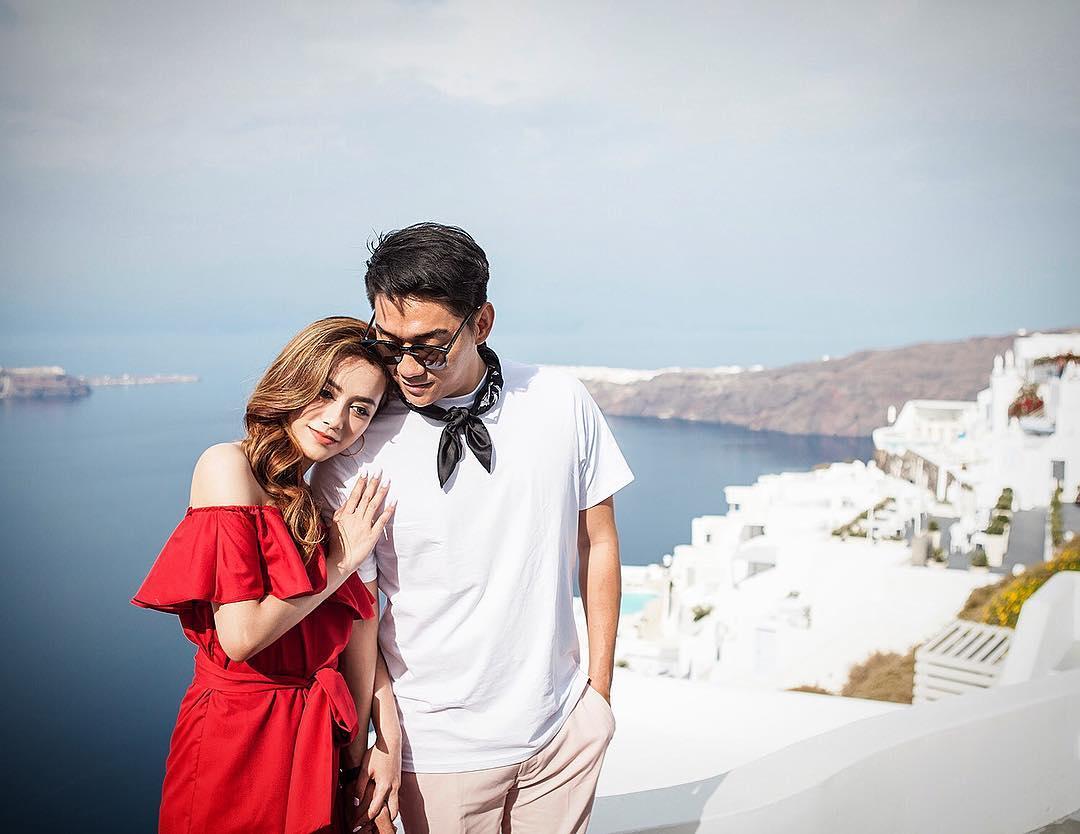 Ифань из группы Seventeen со своей супругой