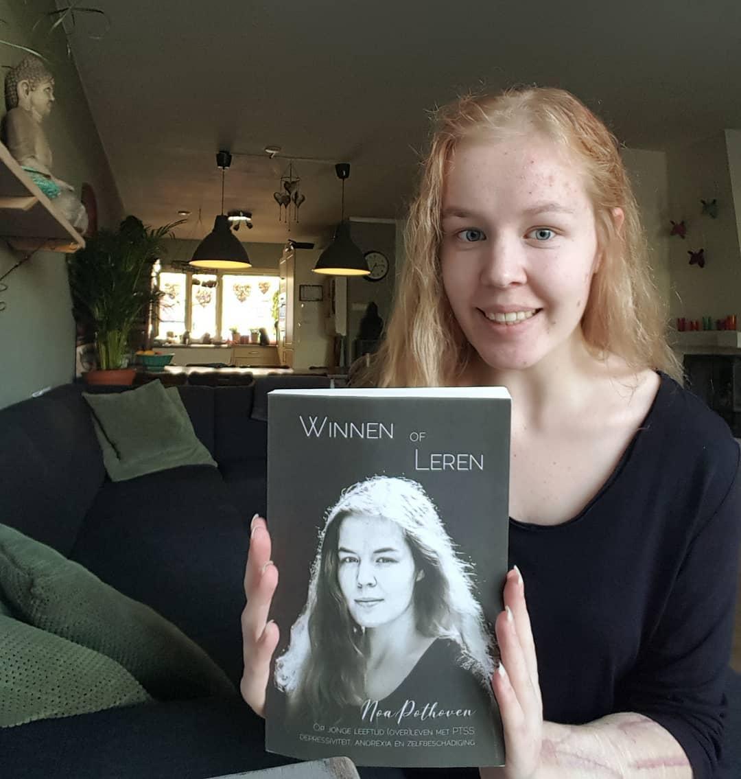 Девушка рассказала о своей жизни в автобиографической книге Побеждать или учиться