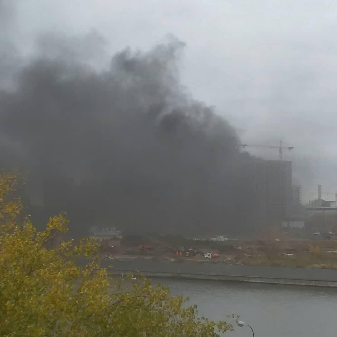 Стройка ЗИЛ горит? Или что-то у них там упало? #москваонлайн #москвагорит #зил #moscowonline
