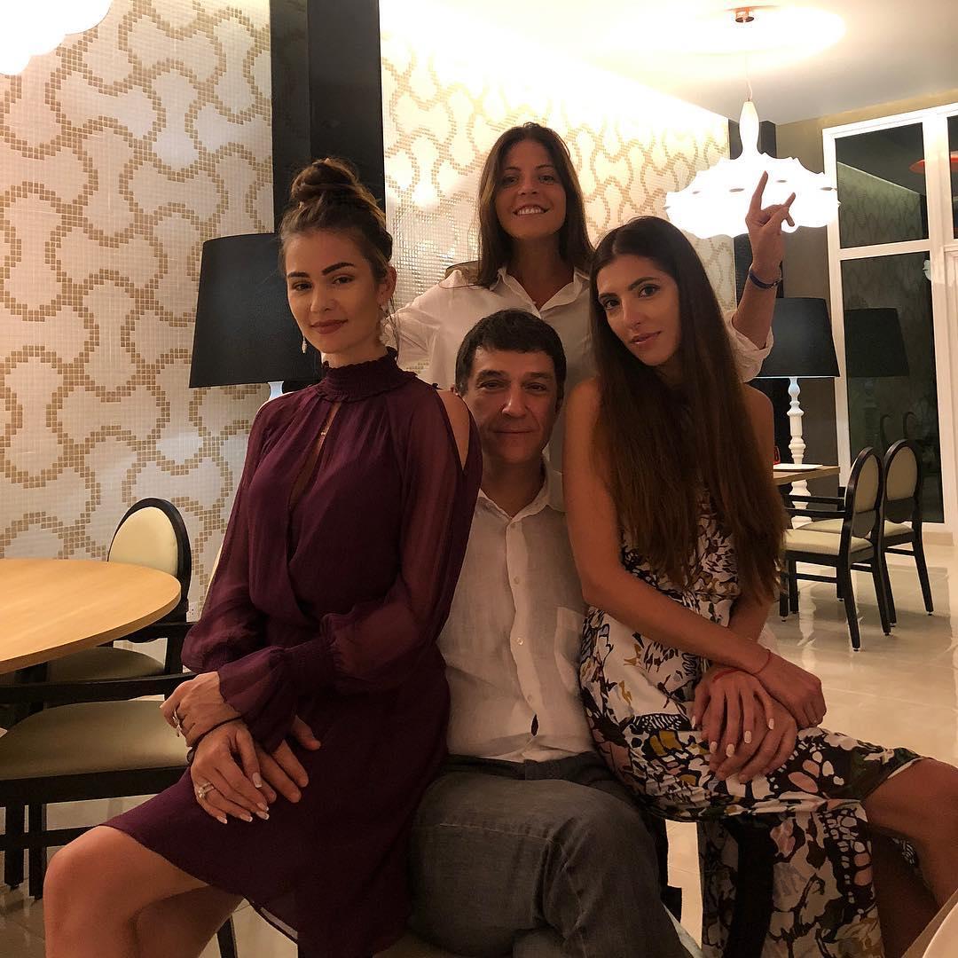 Вероятно, семья на отдыхе отметила 55-летний юбилей Кирилла Шубского