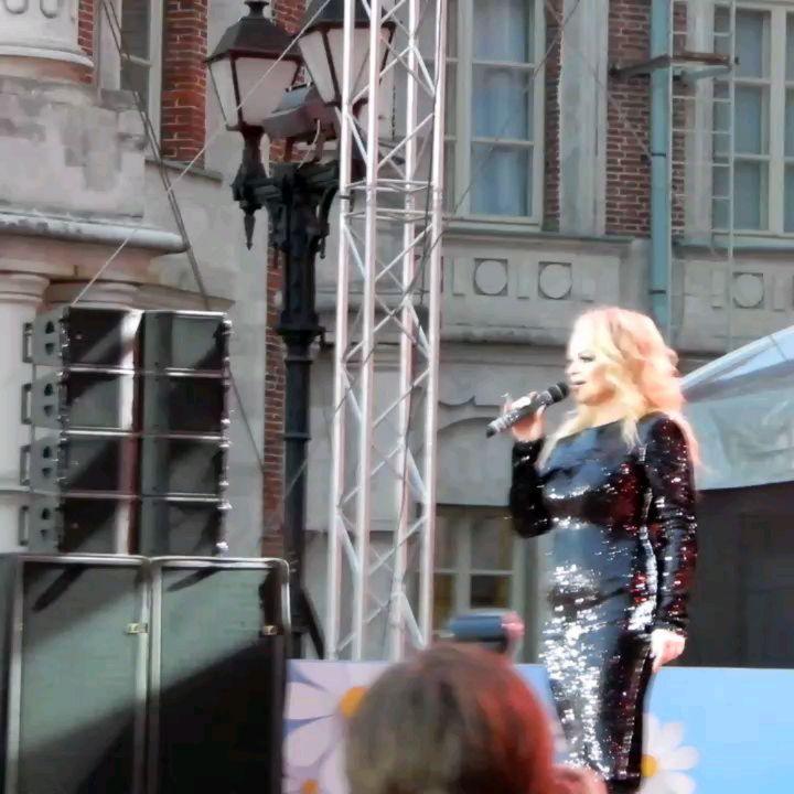 """Лариса Долина с песней """"Это сильнее меня"""" в парке Царицыно в день Семьи, любви и верности!!!"""
