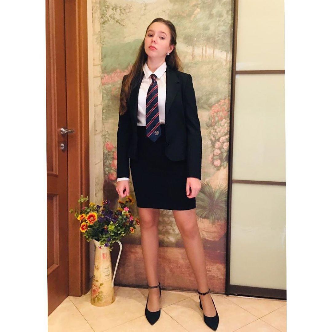 Вчера Верочка пошла в восьмой класс
