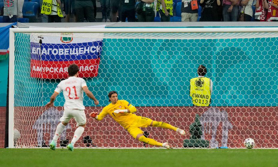 Удао Микеля Оярасабаля в серии пенальти вывел Испанию в полуфинал Евро-2020. Фото: Reuters