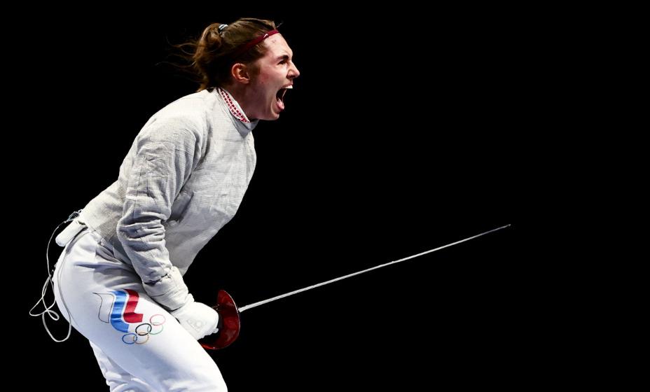 Российская саблистка София Позднякова завоевала золотую медаль в Токио. Фото: Reuters