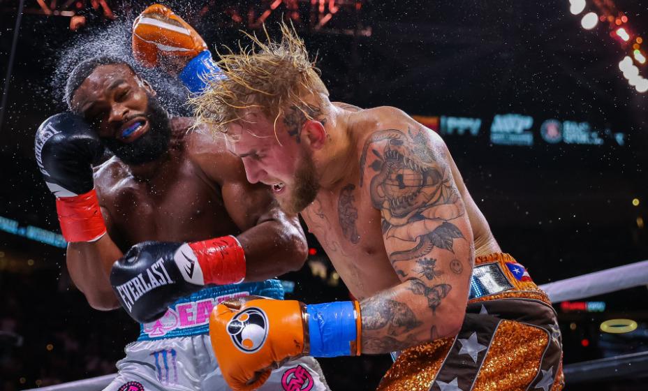 Блогер Джейк Пол победил экс-чемпиона UFC Тайрона Вудли в боксерском поединке. Фото: Twitter Showtime Boxing