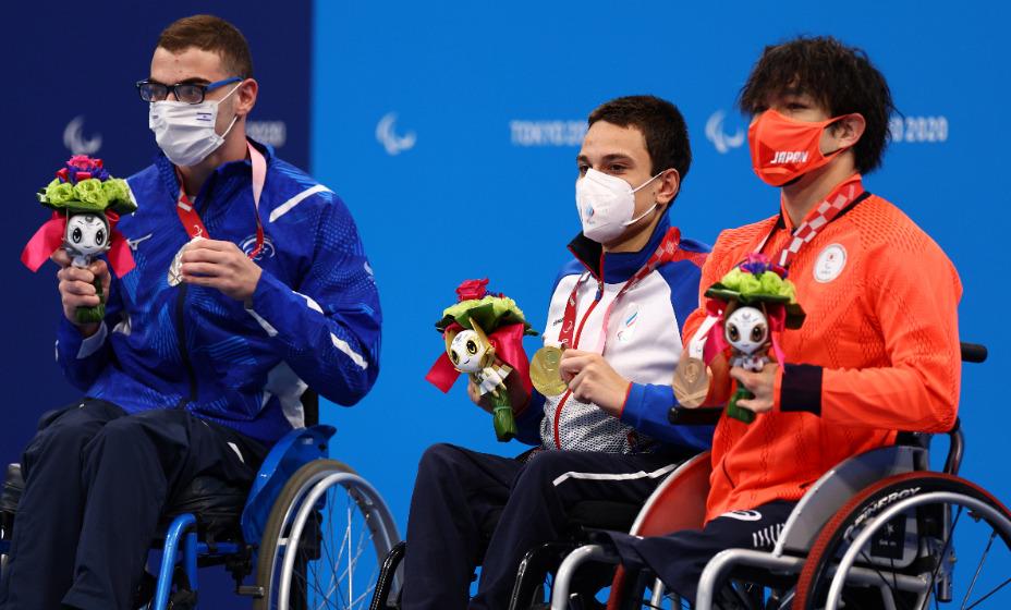 Пловец Роман Жданов стал знаменосцем паралимпийской сборной России на церемонии закрытия Игр. Фото: Reuters