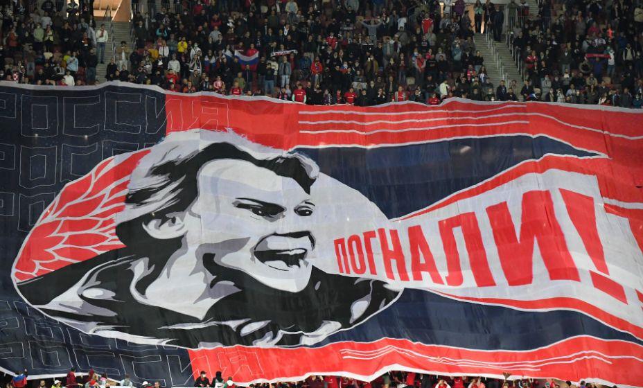 Валерия Карпина рисуют на баннерах и шарфах. Фото: РФС